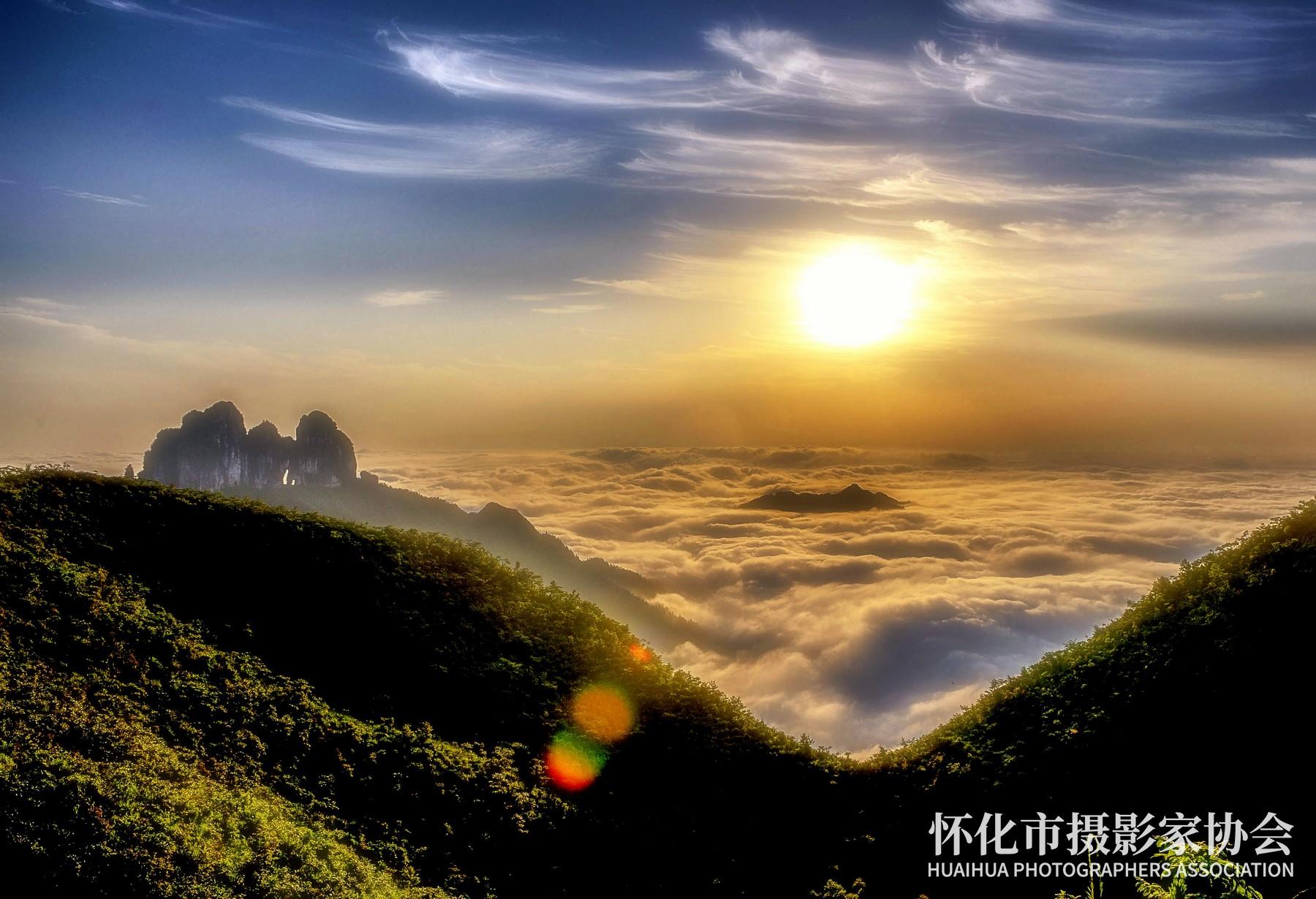 《吕洞山日出》吴小平