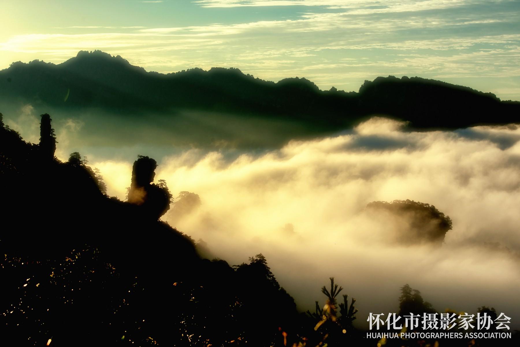 《仙女峰晨雾》吴小平