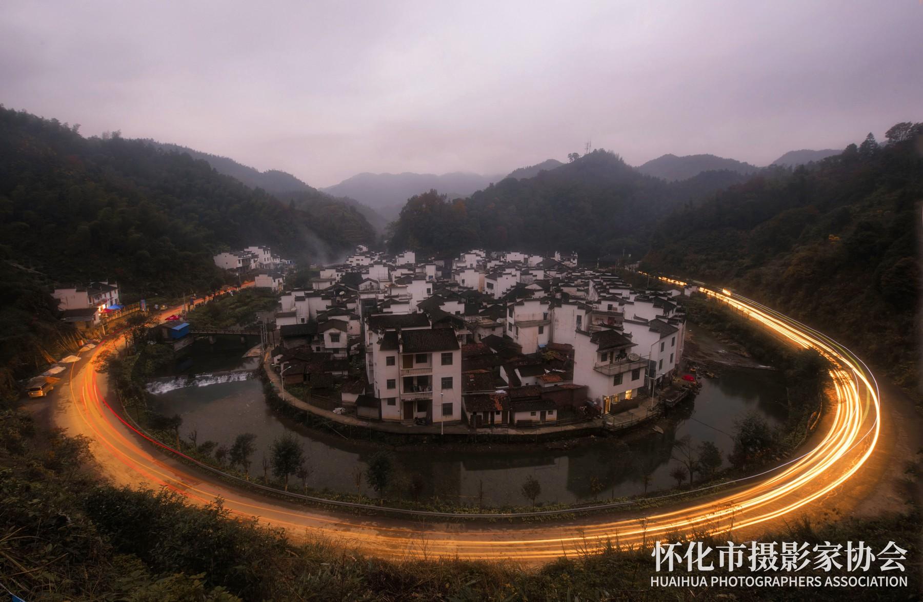 《夜幕下的菊径》吴小平