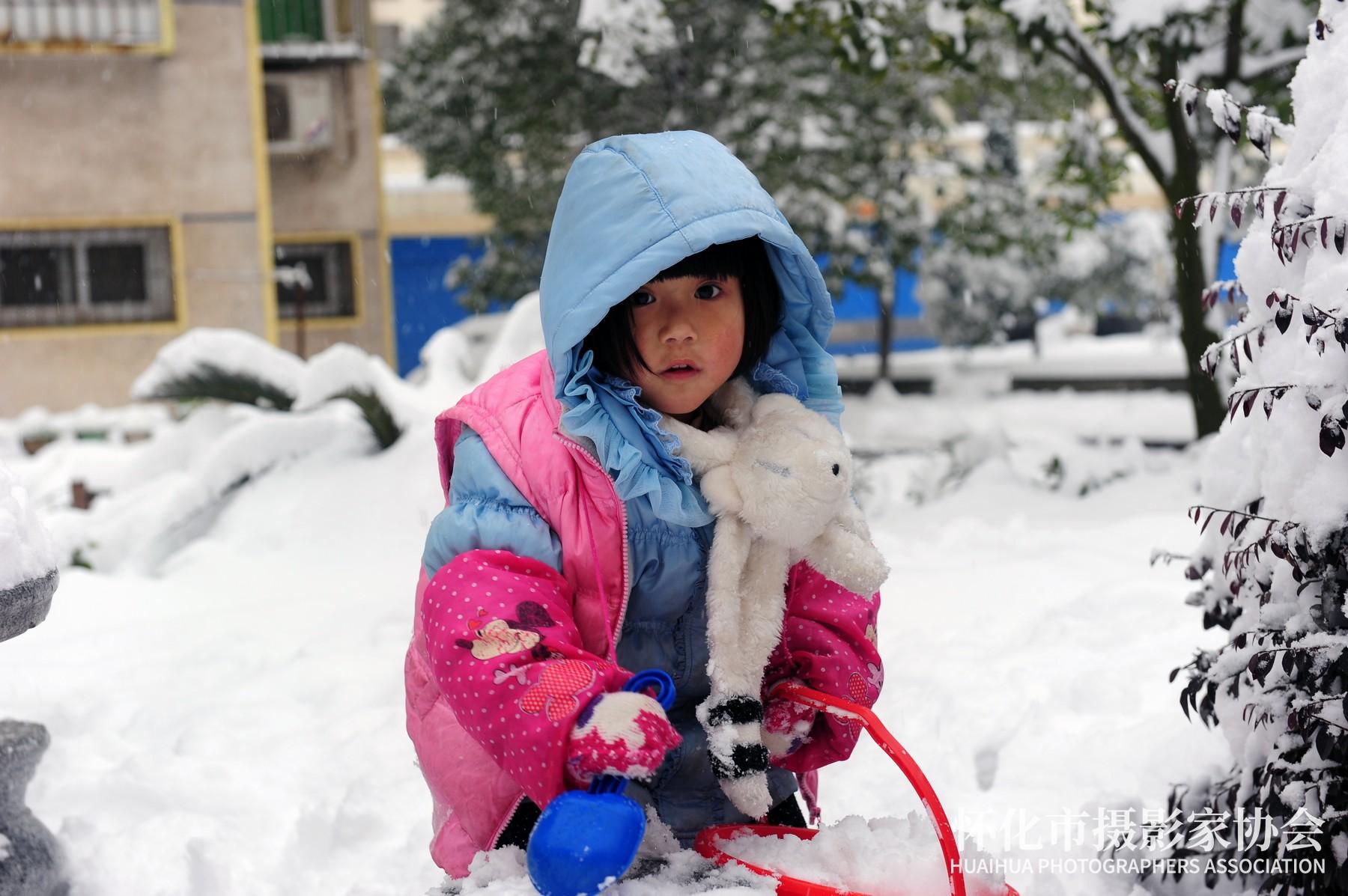 《铲雪小女孩》邓勇