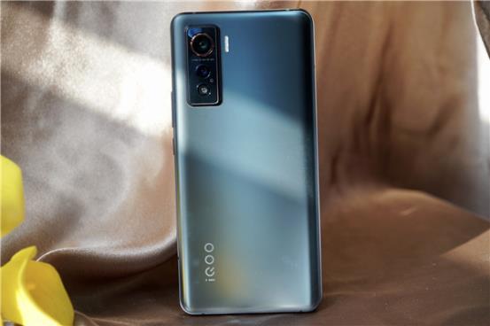 iQOO 5真机上手体验:超顺滑 新体验