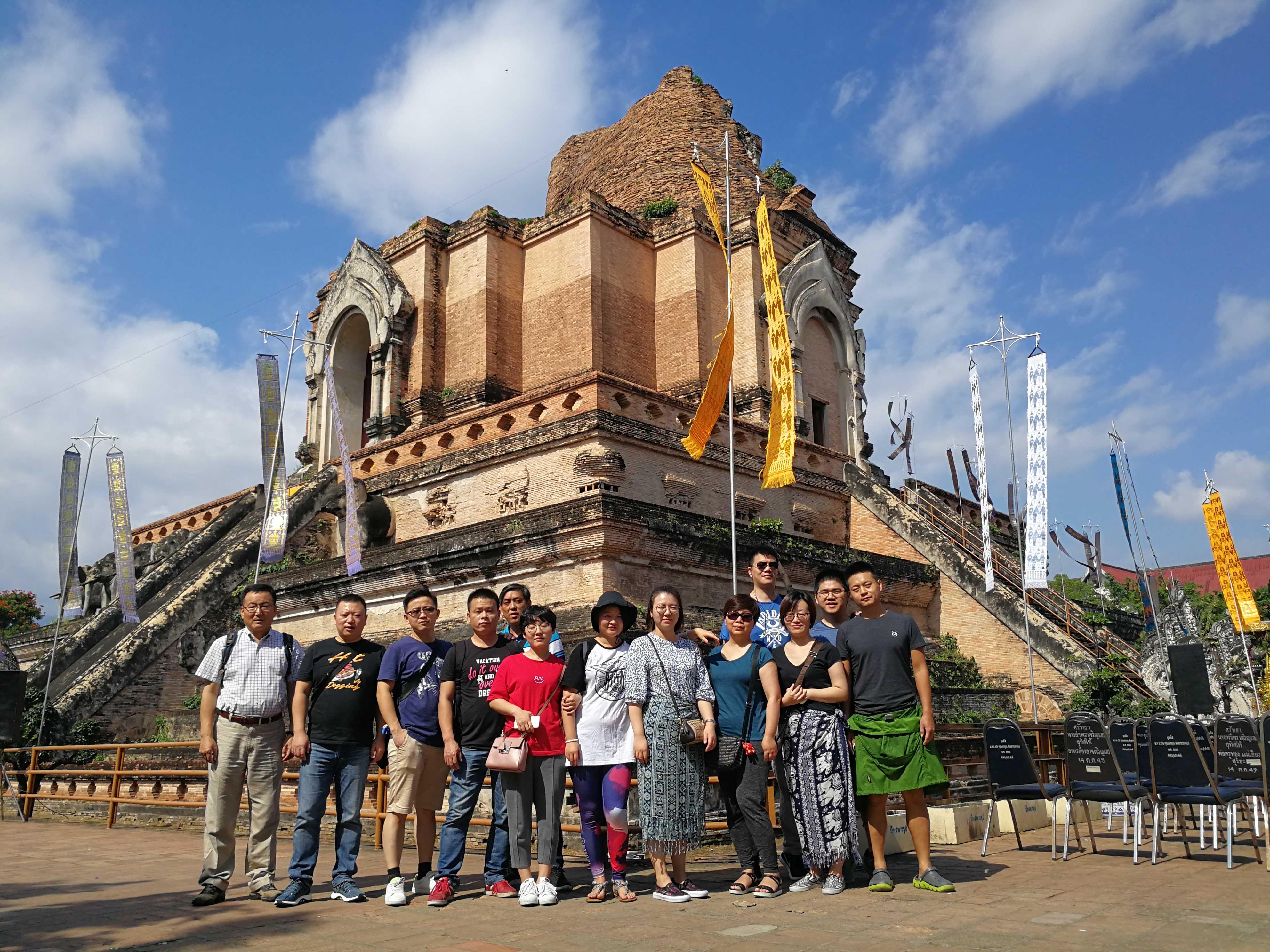公司旅游泰國合照