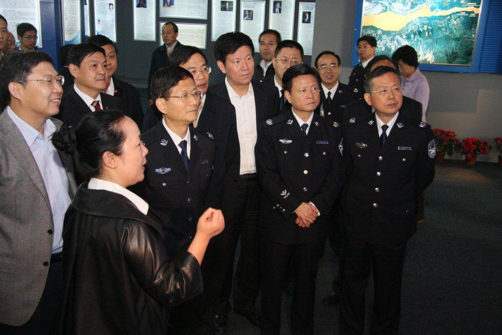 07.2011年11月,时任国务委员兼公安部部长孟建柱赴国家地球空间信息武汉产业化基地视察,参观十博展台。