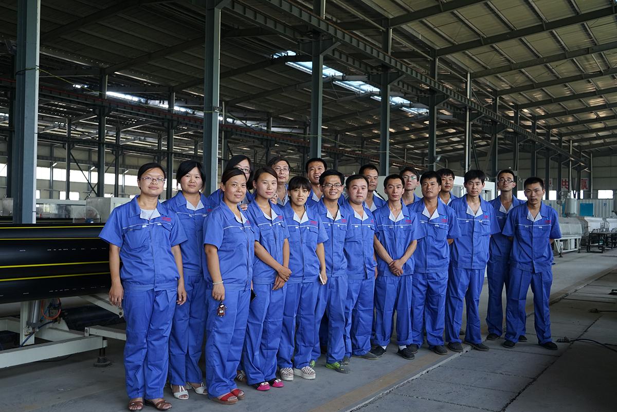 企业生产厂区合影