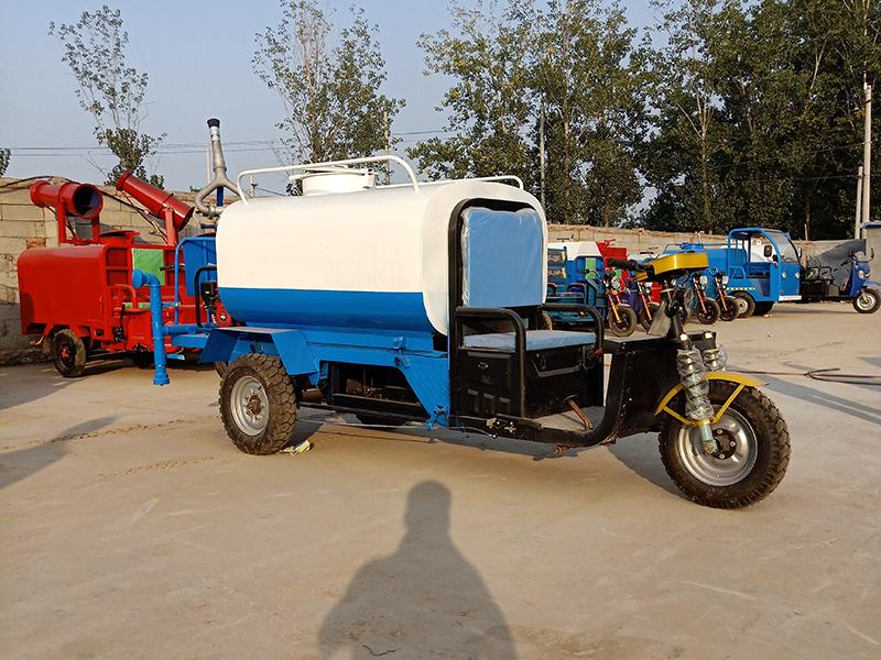 工程专用电动三轮洒水车-1
