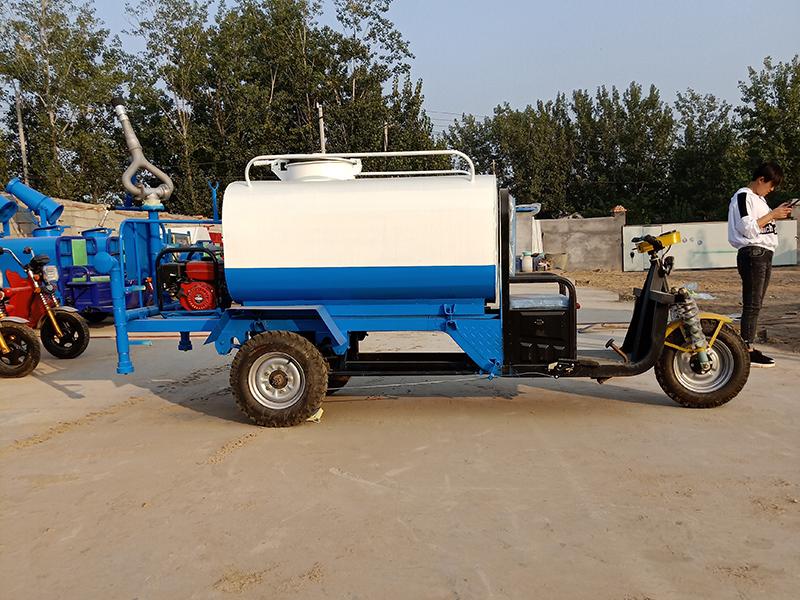 工程专用电动三轮洒水车-2