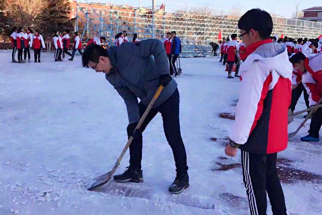 2019.2.26运动场跑道清雪-微信图片_20190226142509