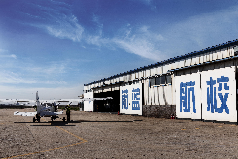 2航校机仓