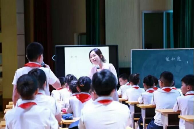 武凤霞老师执教《狼和鹿》