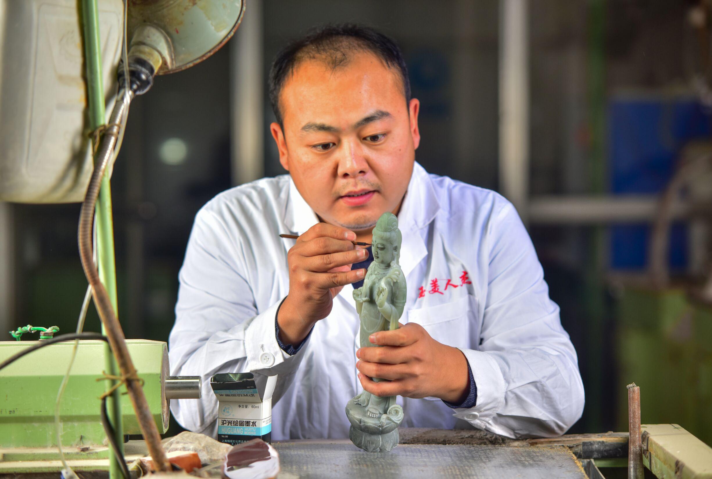 刘世超-青年玉雕大师,新万博manbetx官网移动端杰总经理