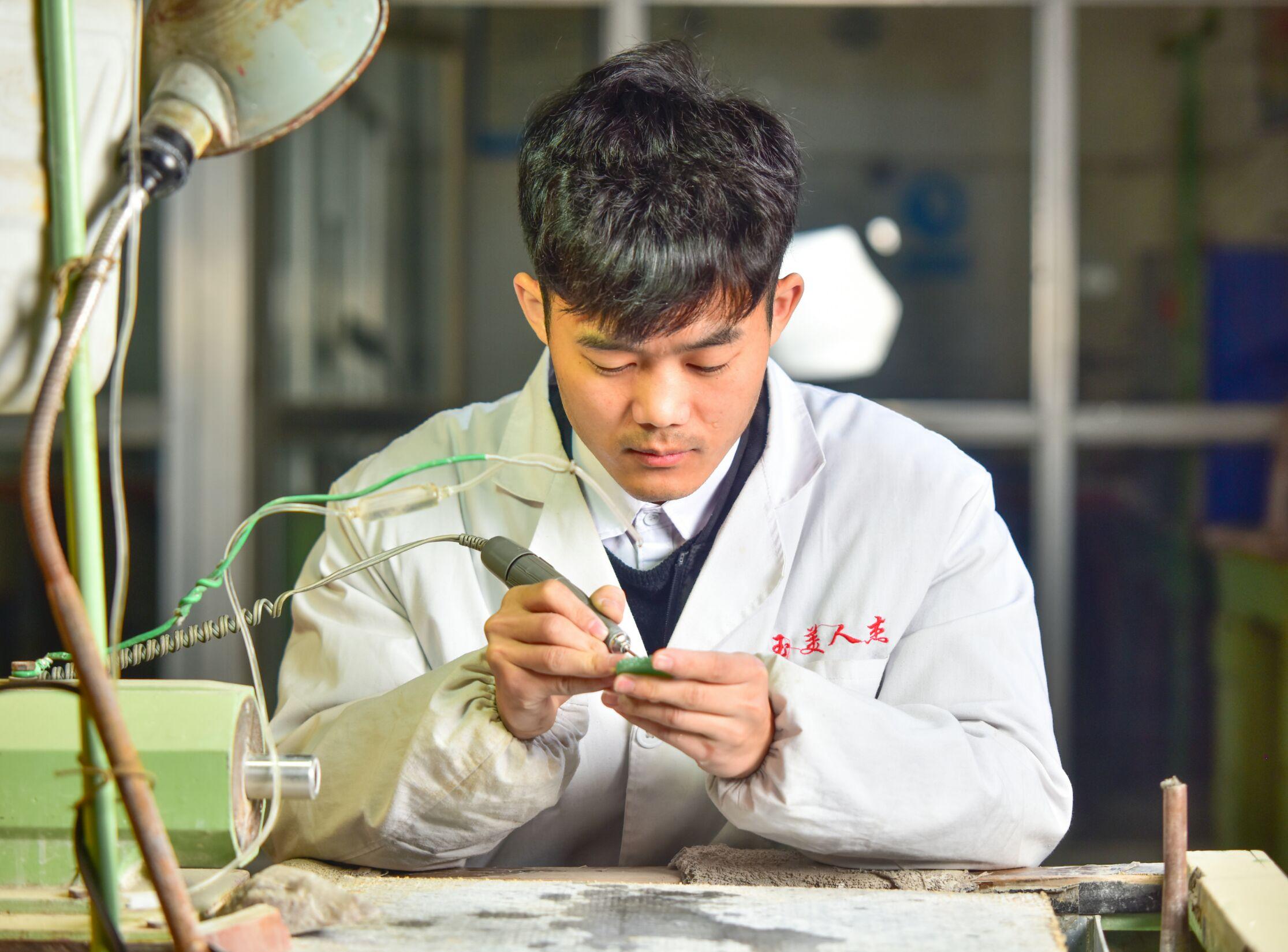 陈龙涛-雕刻师