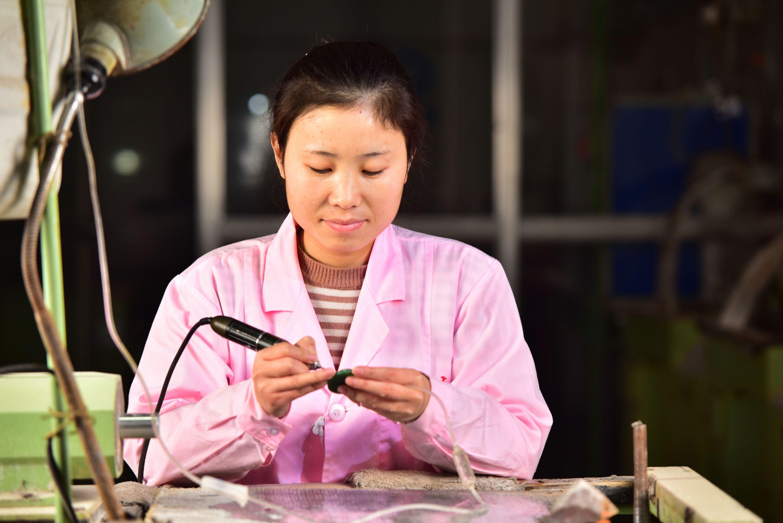 刘巧丽-雕刻师