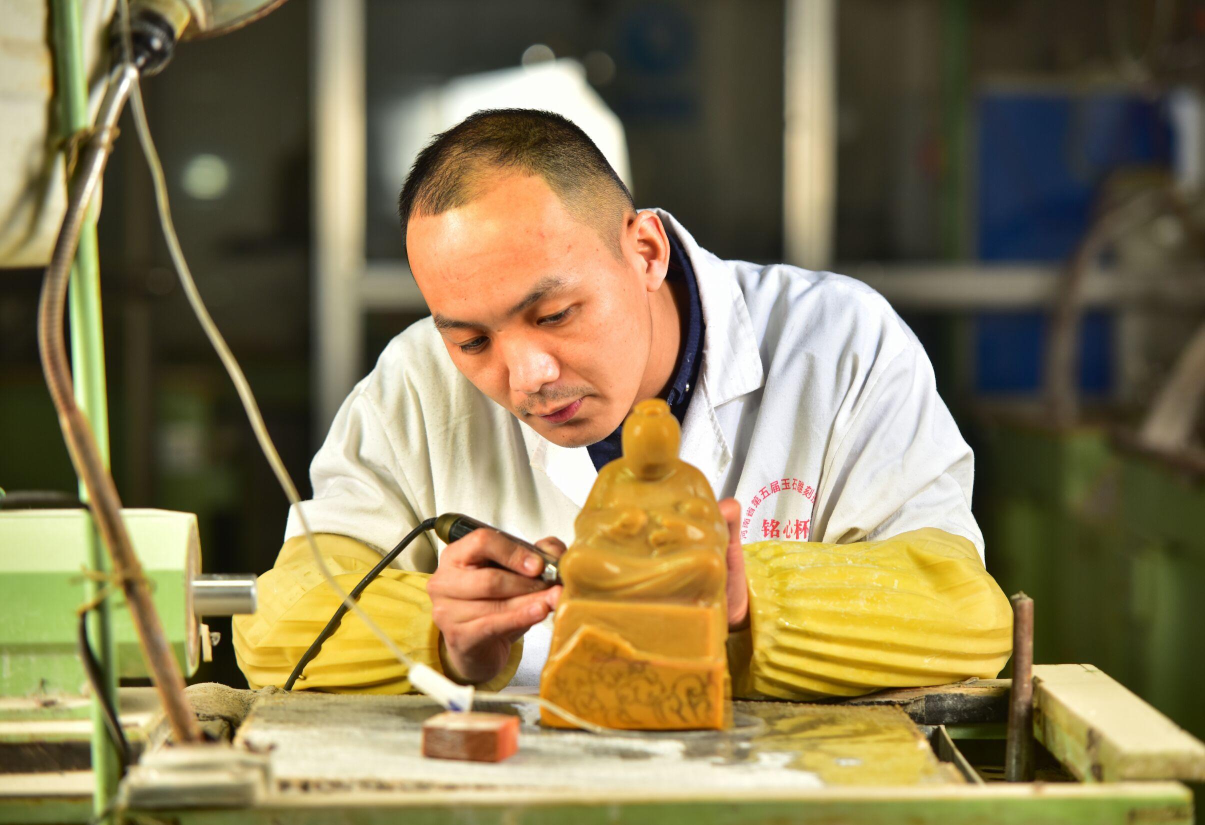 孙亚东-青年雕刻大师