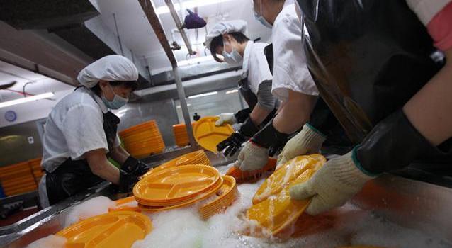 人工洗碗場景