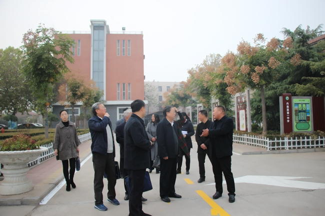 市县人大领导走访看望我校市人大代表李素红同志并视察我校