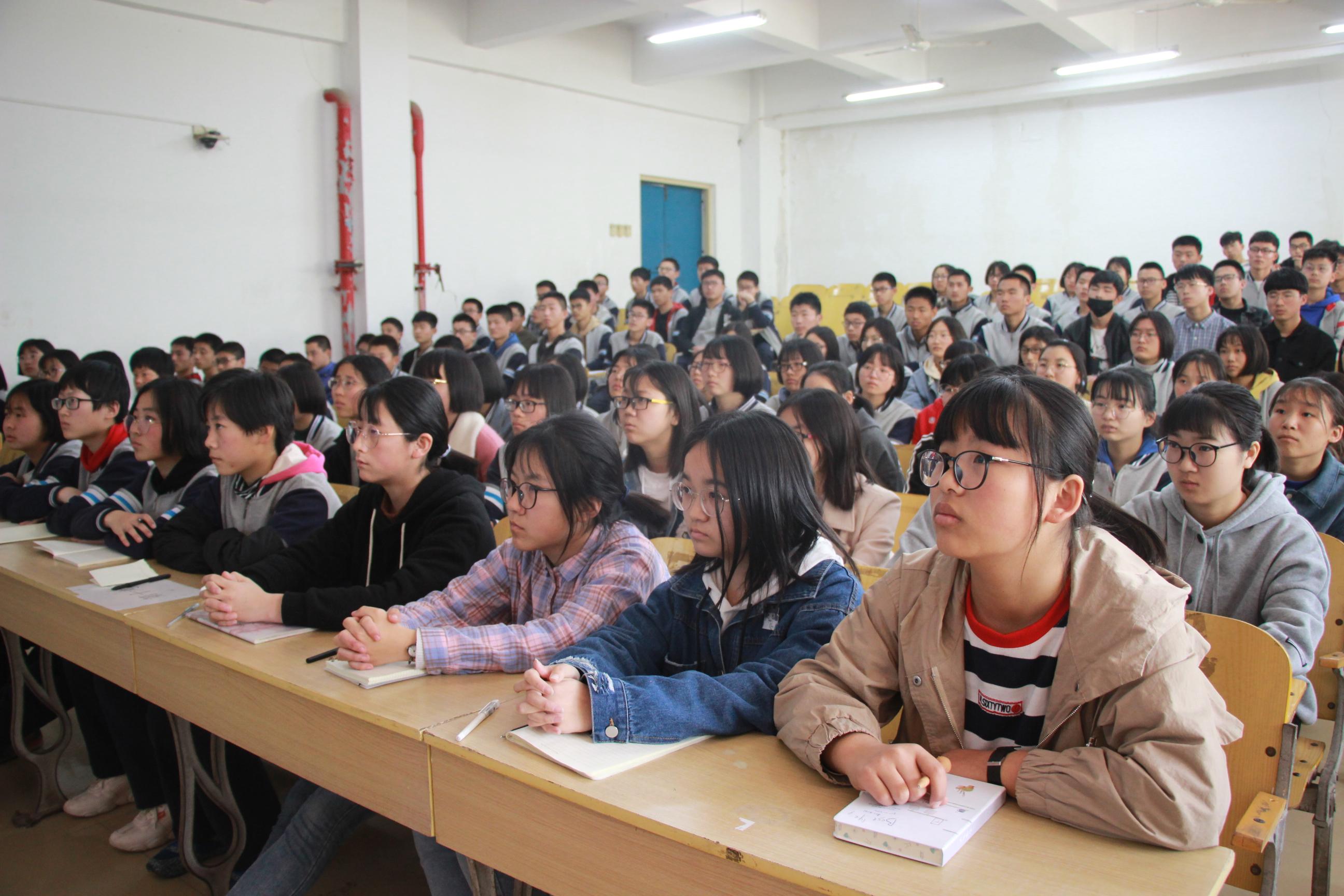 哈尔滨工业大学招生负责人莅校做招生宣讲-微信图片_20190330175253
