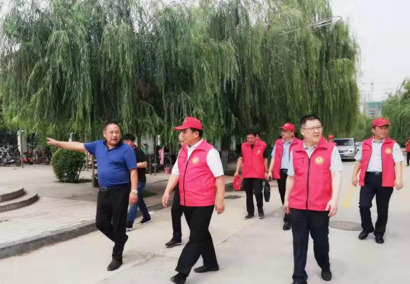 县委书记王建国同志莅临内黄一中视察工作