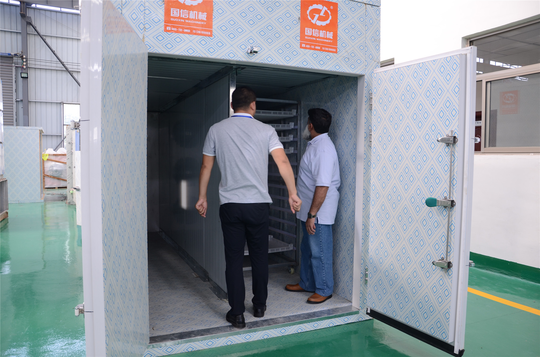 客户考察烘干房设备