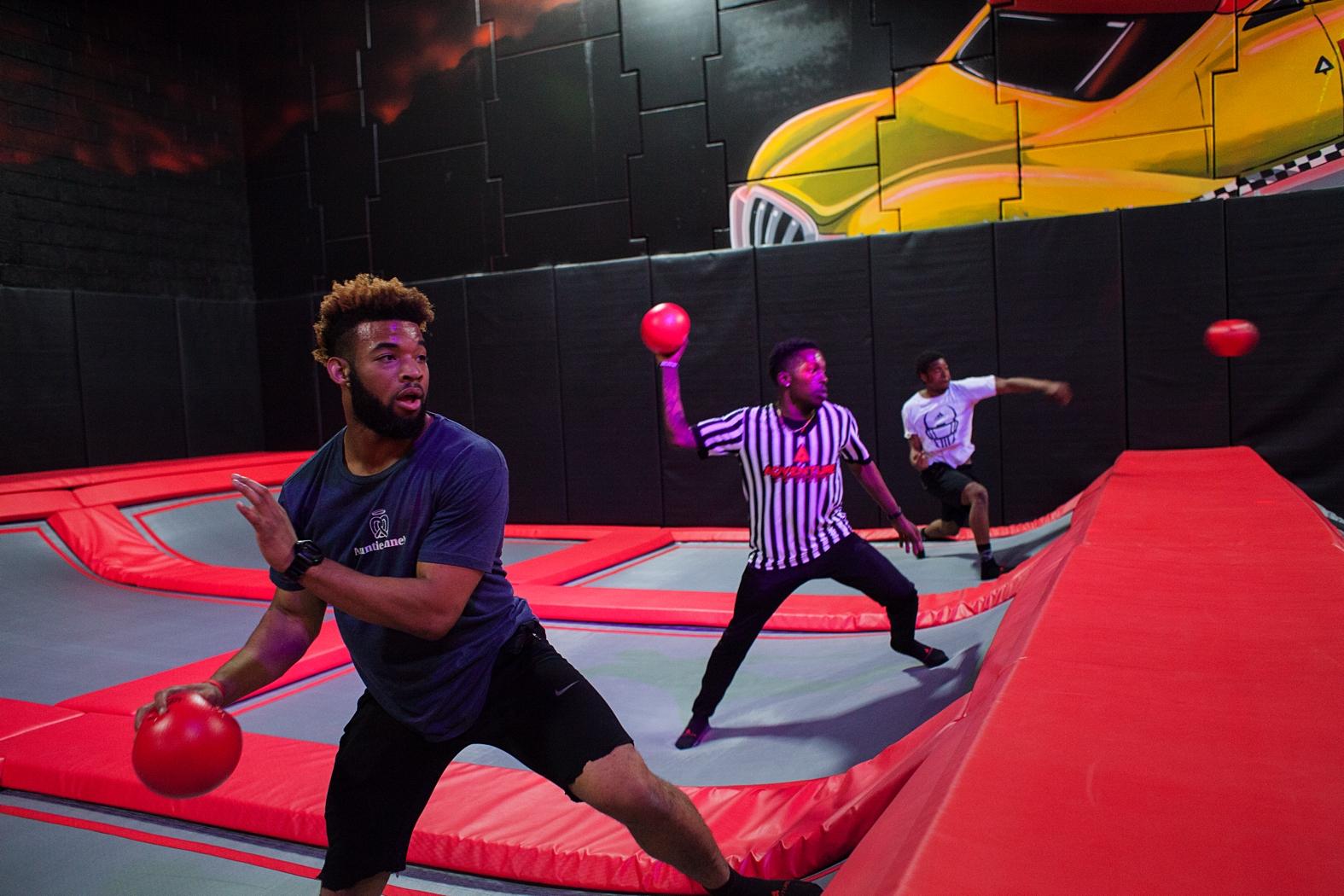 ADVENTURE蹦床公园-美国室内5000㎡以上-dodgeball-1