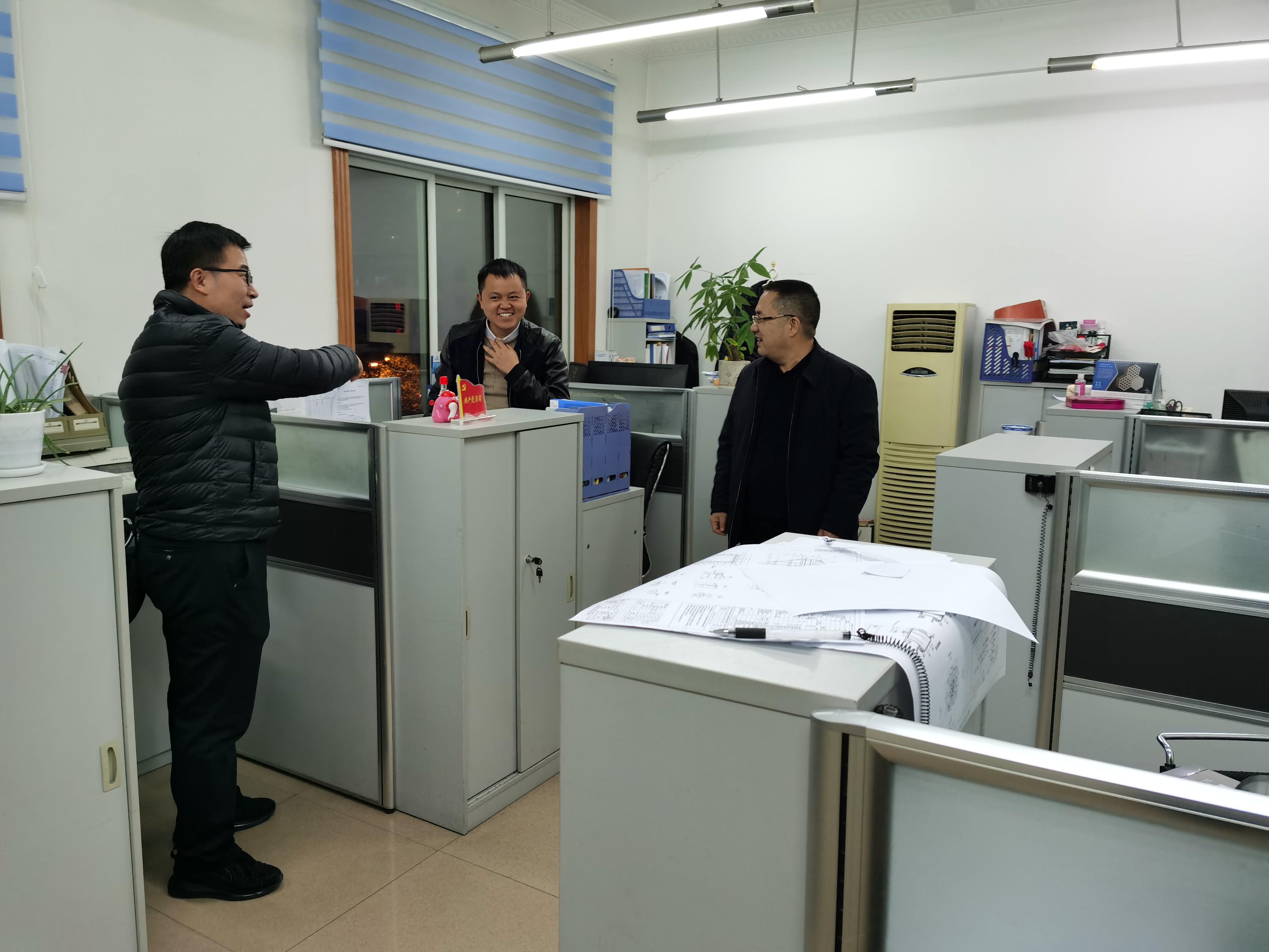 寒冷冬日暖人心桑艳军慰问澳门24小时登录入口加班职工