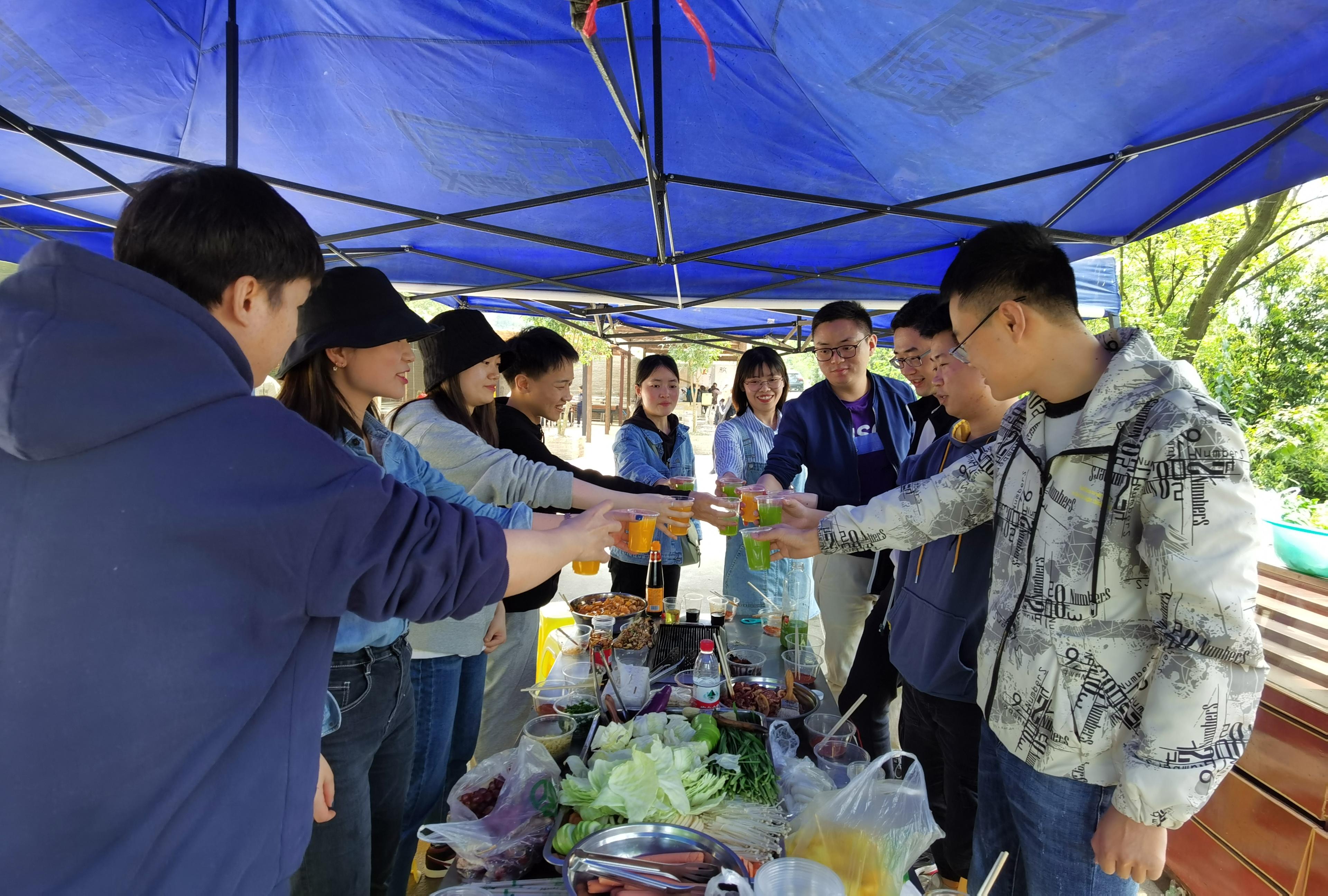 不负青春,不负韶华-企业团委组织青年团员开展踏青活动