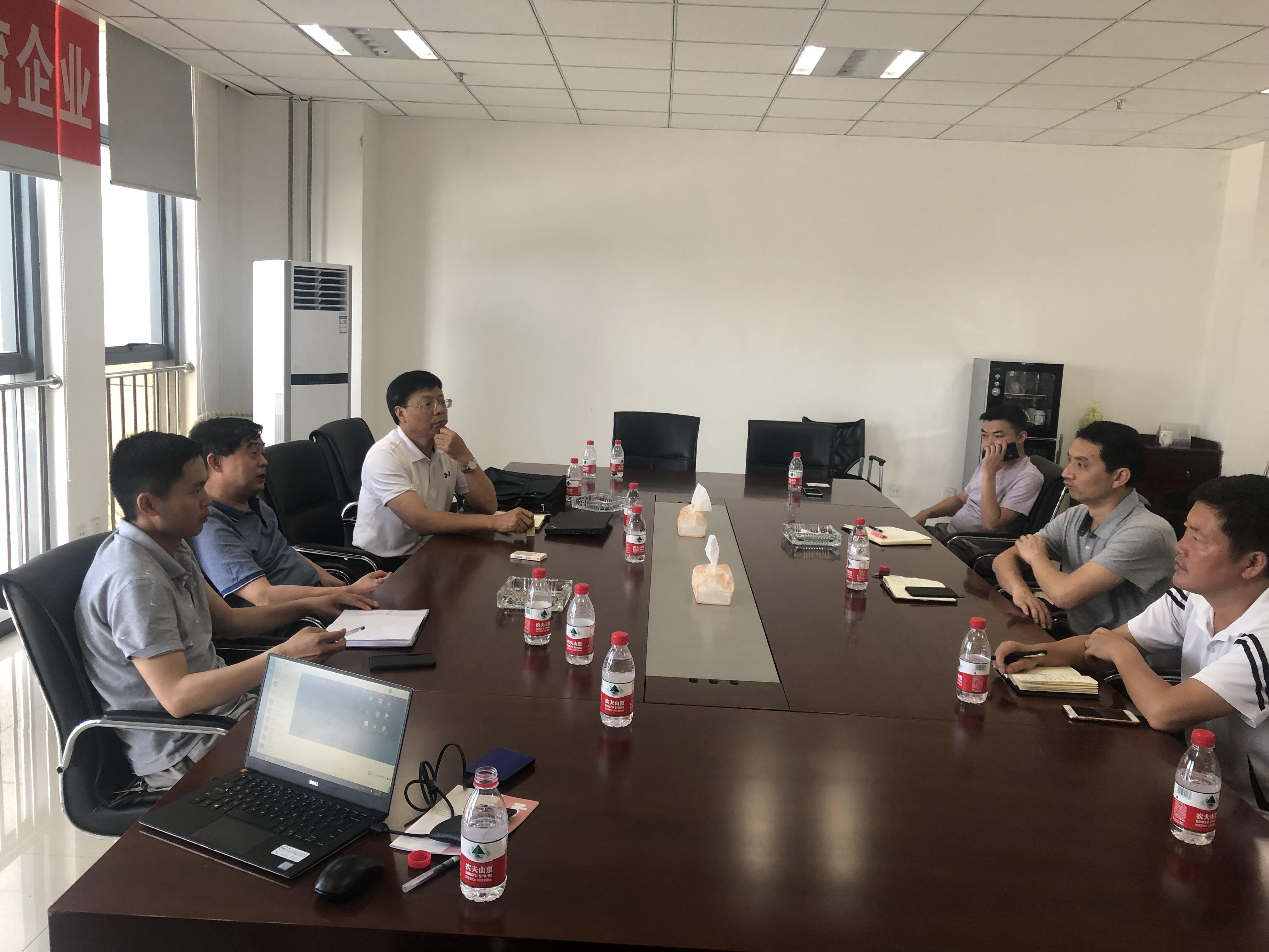 东华科技副总经理朱定华与黔西县经开区领导座谈