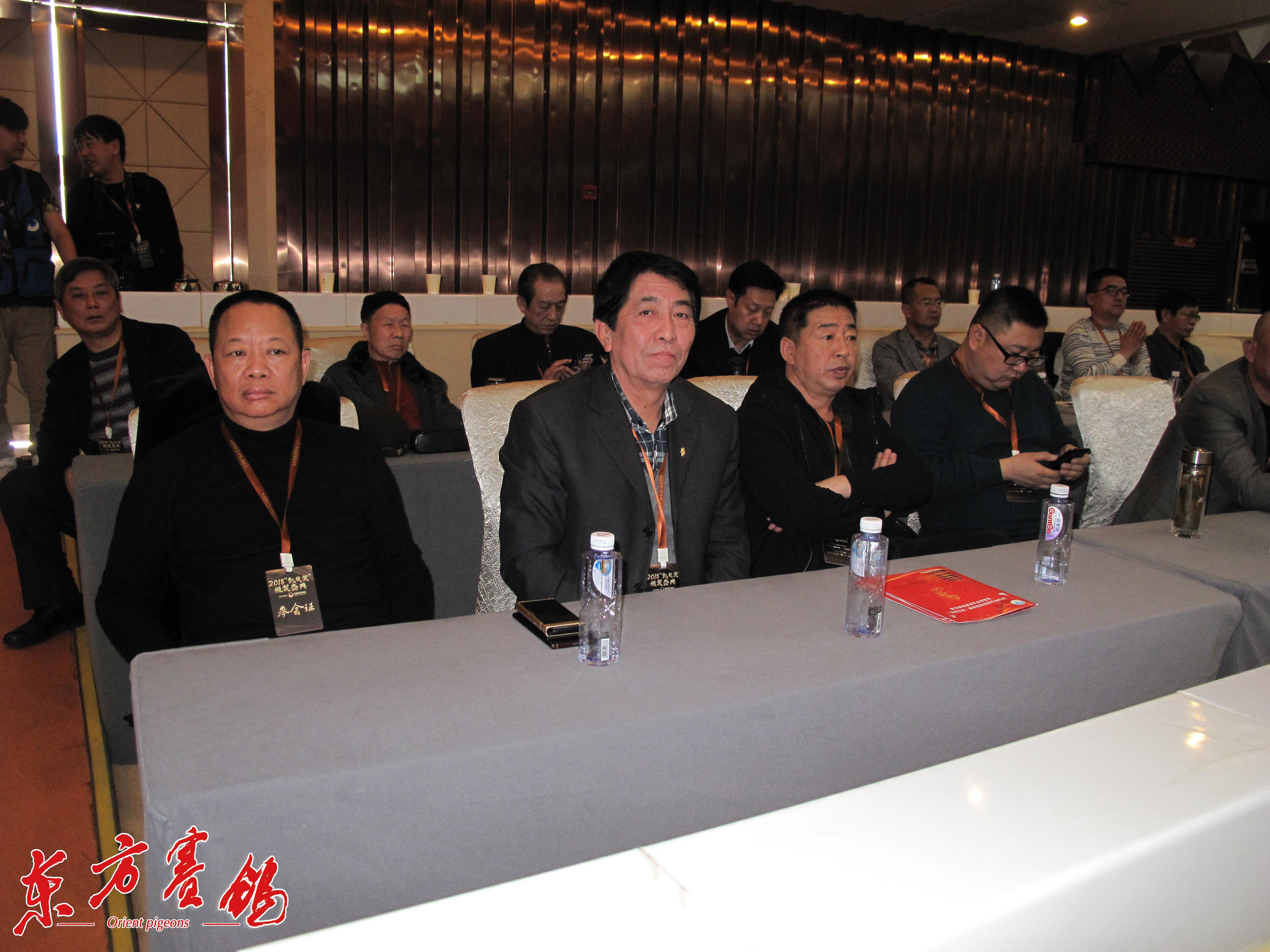上海信鸽协会部分代表。