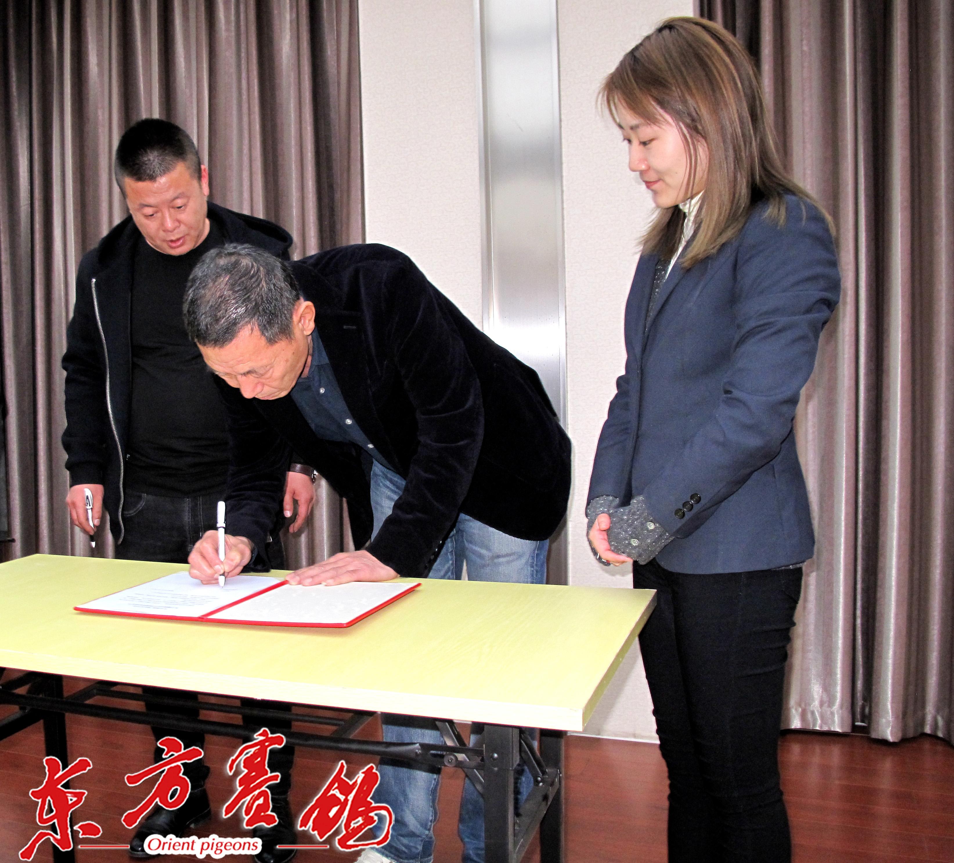 11、天津津福公棚董事长李福太、天津宇航公棚李树才在清网协议书上签字。