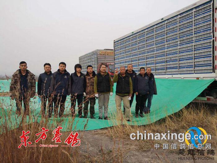 16、山西、陕西、鸽友监赛代表在开笼前合影留念。