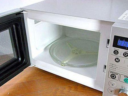 清洗干净后的微波炉