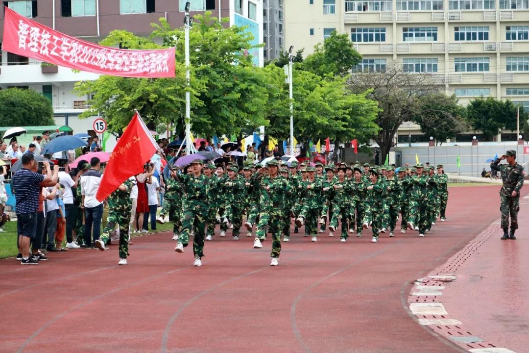 深圳市智理技工学校军训图1