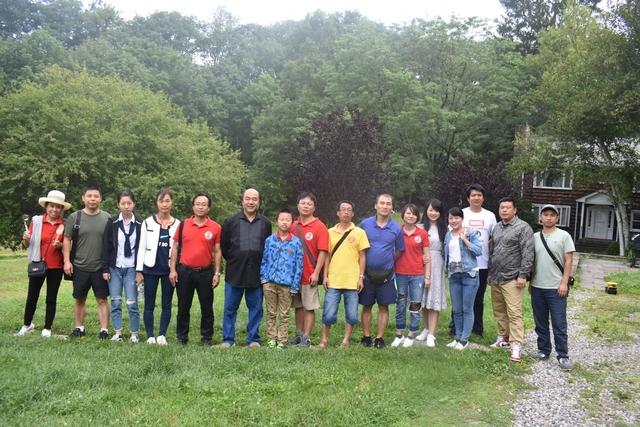 美国旅游选图1-20170731中国游客在正源农场