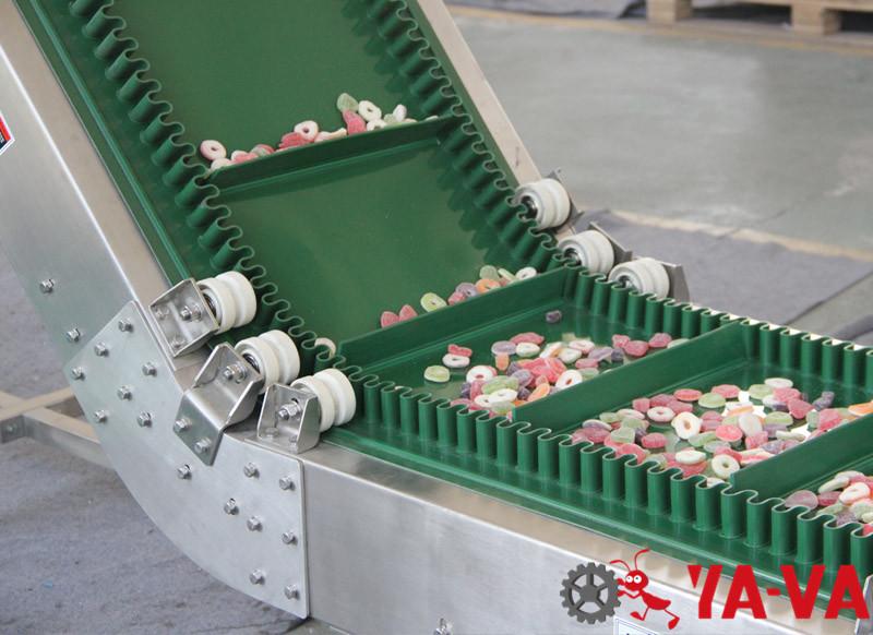 食品行業-帶擋邊爬坡皮帶機-4