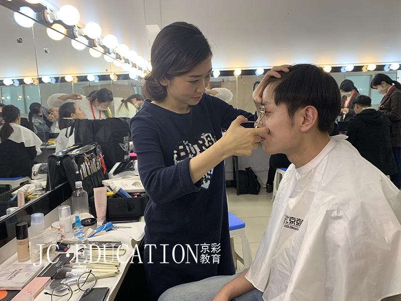 京彩化妆学校