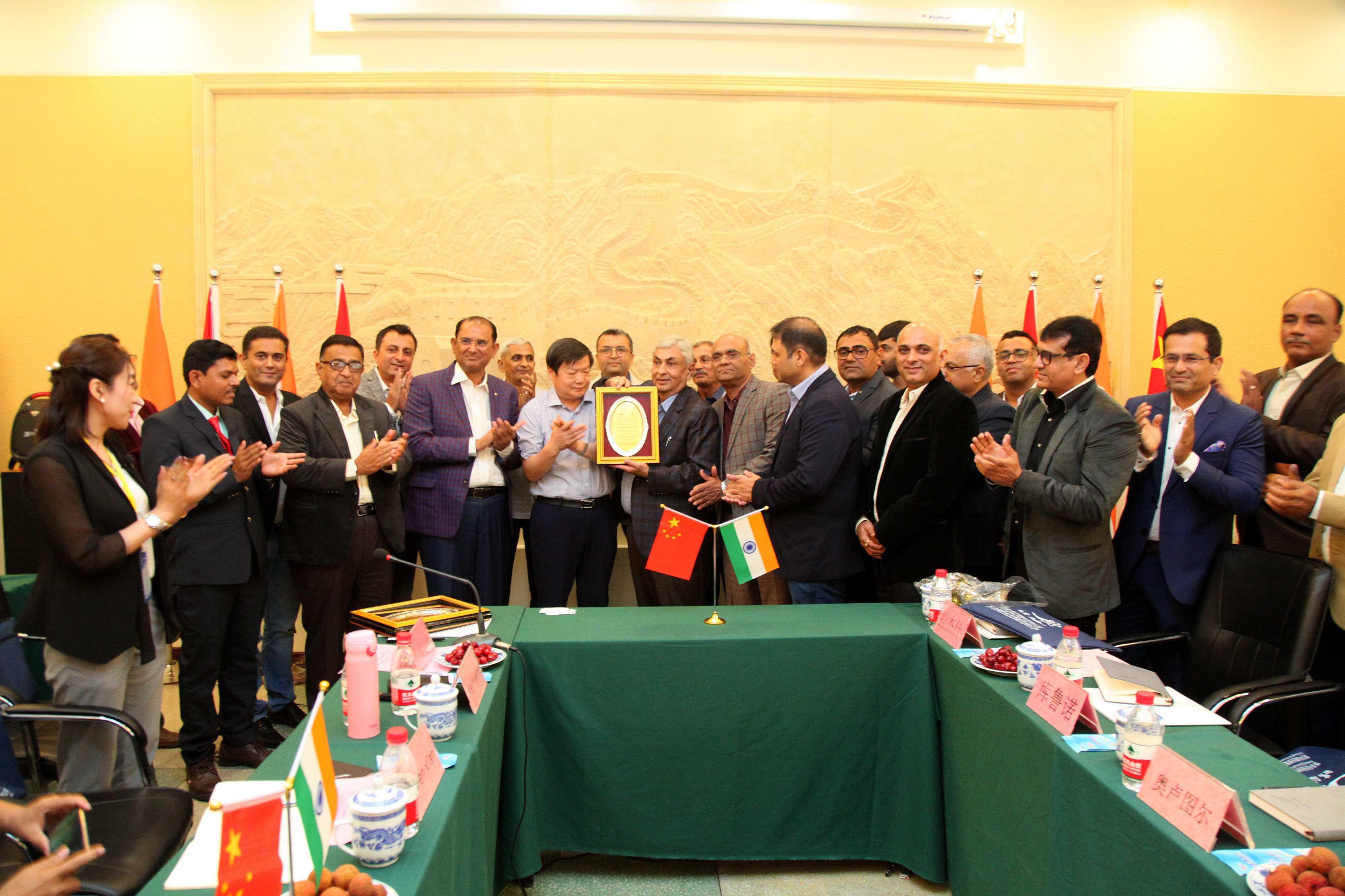 印度客户代表团到新乡化纤参观交流