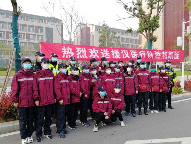 """3201医院8名铿锵""""玫瑰""""  同心战""""疫""""  挥师凯旋"""