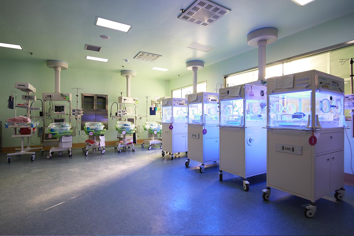 新生儿监护室照片