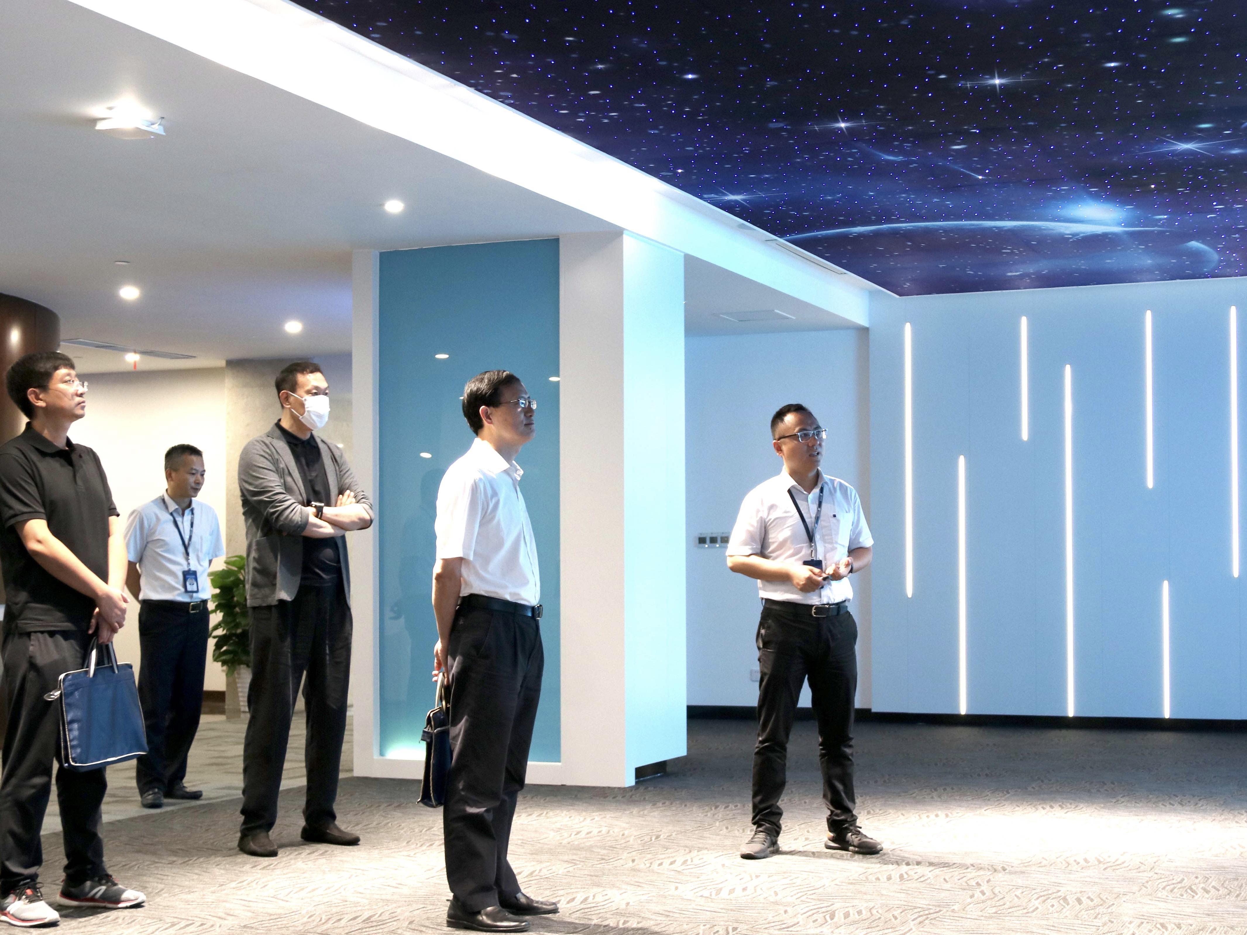 集團公司企法部主任周奕到能源交通公司所屬在寧企業調研