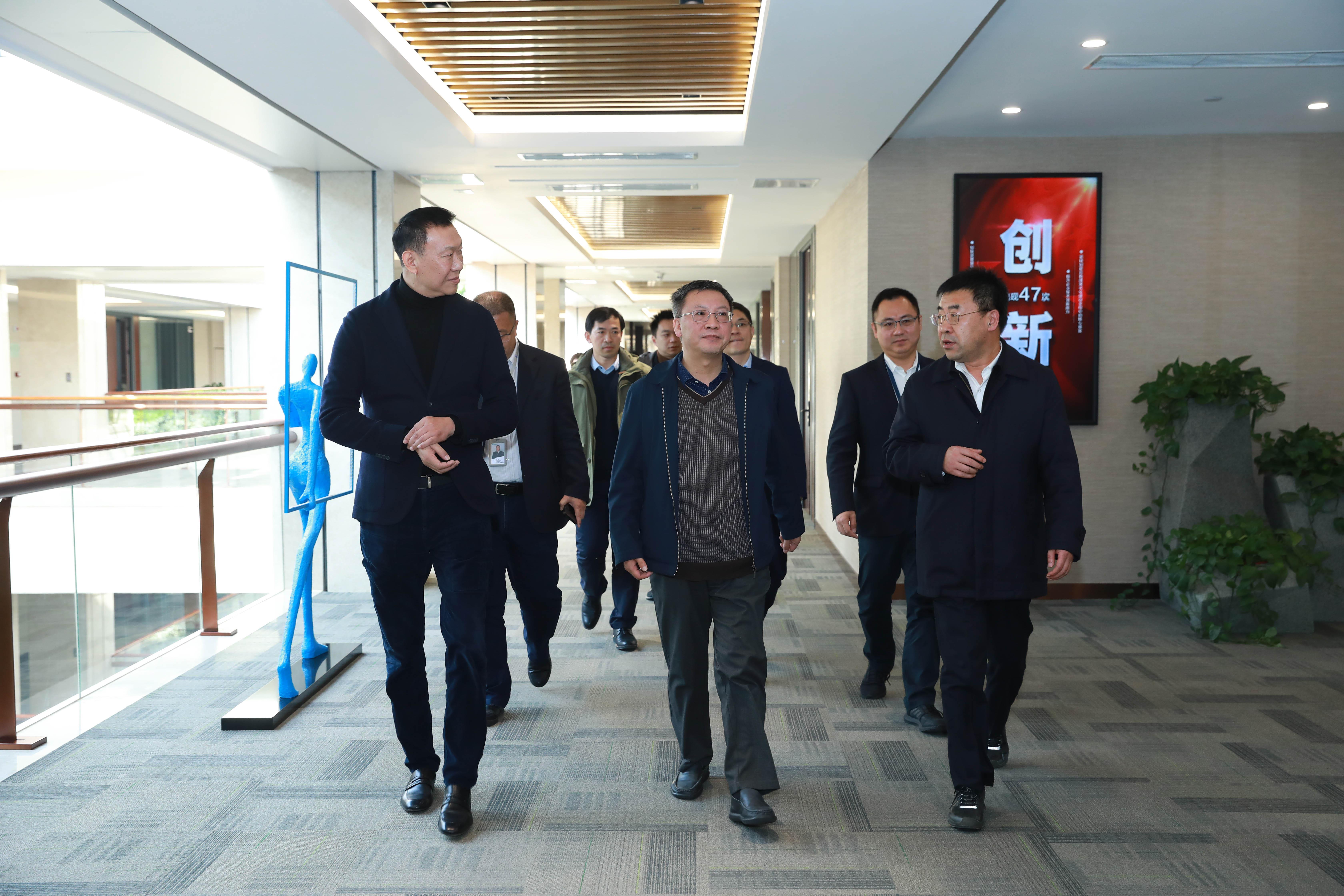 集團公司黨組成員、紀檢組組長王利民調研能源交通公司駐寧企業