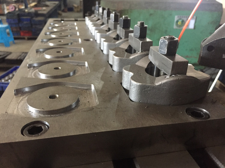 Milling machine of sae flange clamps