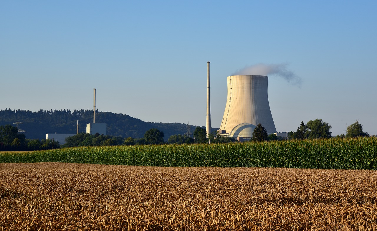 nuclear-power-plant-3545244_1280