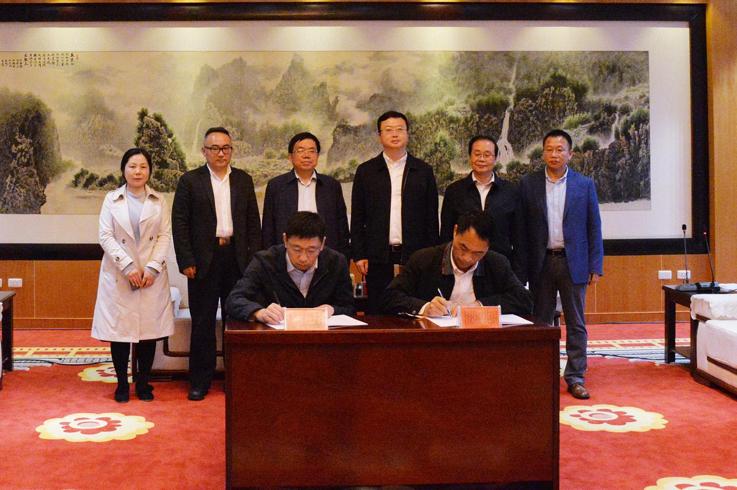 贵州现代物流产业集团与黔东南州政府签署战略合作协议