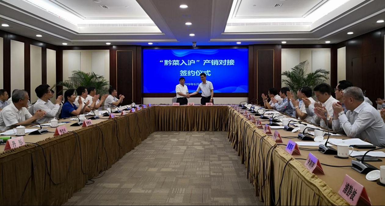 省委常委、省委政法委书记时光辉赴威宁考察蔬菜产业发展工作