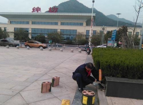 防制人員對公共外環境-樂清市紳坊火車站安裝固定滅鼠毒餌站