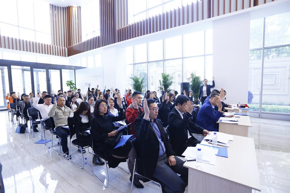 9、长春市朝阳区总商会新锐双创楼宇分会第一届会员大会商暨商会成立大会参会会员举手表决