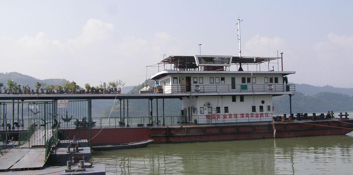 高镇港务站趸船