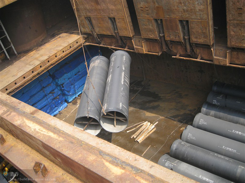 图12铸铁管吊装进舱示意图