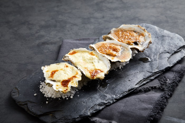 Baked oysters with minced garlic 33169