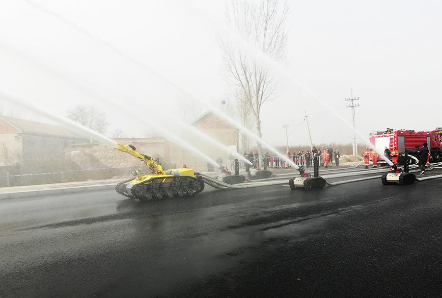 大流量消防机器人全力出击