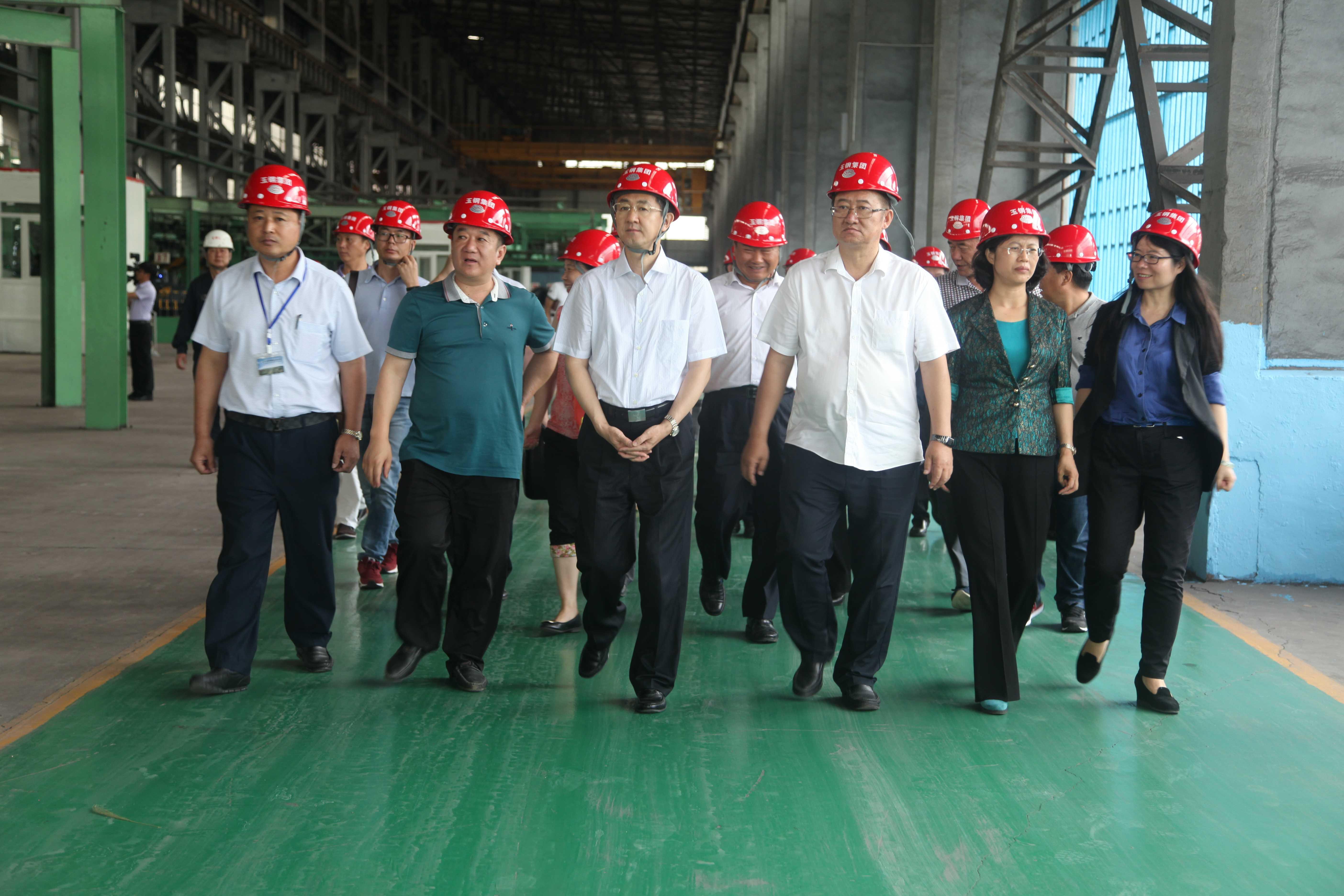 4中華全國總工會黨組副書記、副主席、書記處書記鄧凱-左三蒞臨公司指導工作